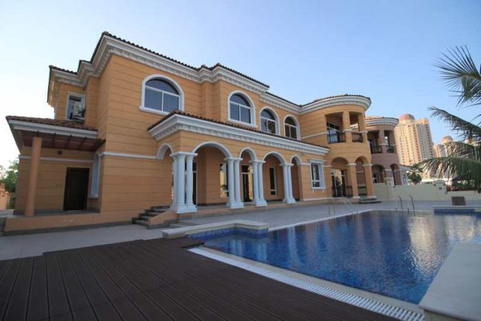 villa-for-sale- Qatar-back-yard-terrace-swimming-pool-property-the-pearl-la-plage-residential-fgrealty-image(1600x_)