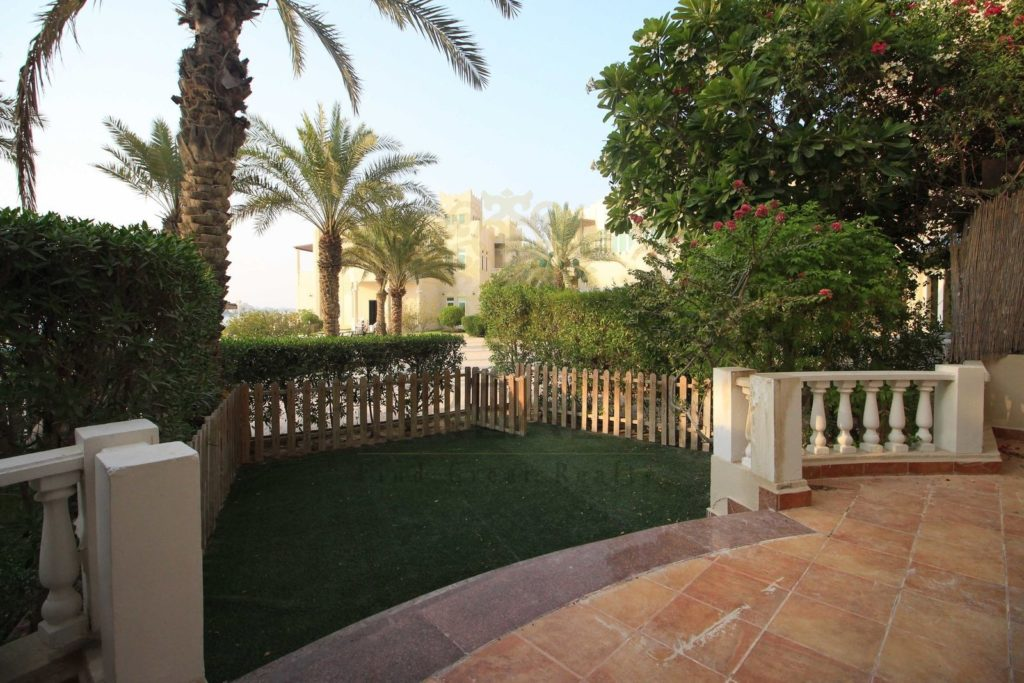 villas for rent in Qatar with front garden